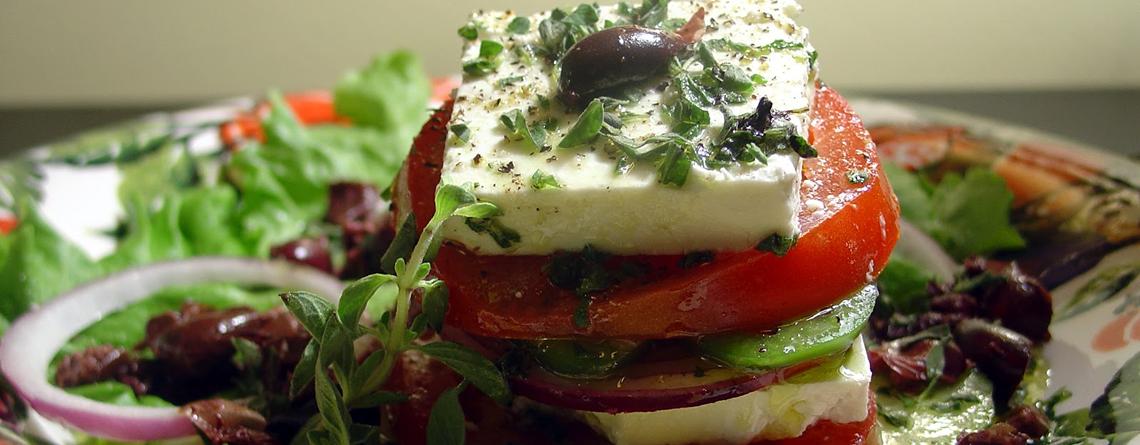greek salad ntakos
